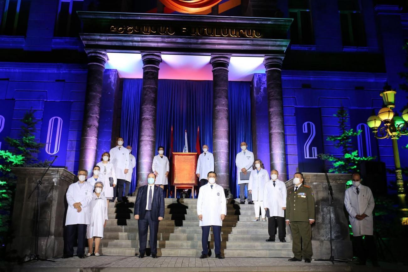 ԵՊԲՀ ռեկտորը վստահ է՝ տարիներ շարունակ Հիպոկրատի երդումները հասել են իրենց նպատակին. 889 շրջանավարտ երդվեց